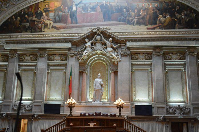 arlamento aprova Lei sobre eutanásia - falta decisão do Presidente da República