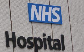 Reino Unido: Testes rápidos para a COVID-19 são importantes para travar pandemia