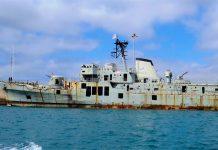 Navio da Armada afundado para turismo subaquático